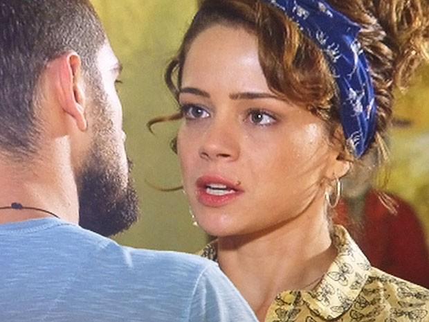 Cris não esperava reencontrar o ex. E agora, vai embora? (Foto: TV Globo)