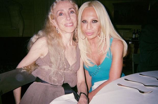 Franca with Donatella Versace (Foto: Suzy Menkes)