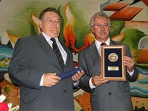 Presidente da Câmara Municipal de Mogi Guaçu, Celso Luiz (esquerda), em cerimônia na Casa (Foto: Divulgação/Câmara Municipal de Mogi Guaçu)