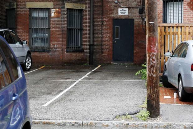 Lisa Blumenthal pagou US$ 560 mil (R$ 1,2 milhão) por duas vagas de estacionamento em Boston (Foto: Michael Dwyer/AP)