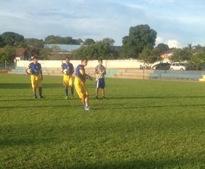 Marcos Paulo, meia do Interporto, treina cobrança de pênaltis (Foto: Vilma Nascimento/GloboEsporte.com)