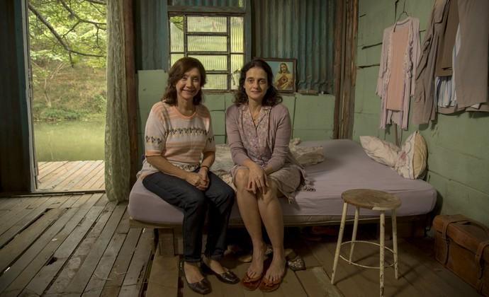 Ana Rosa e Denise Fraga posam em locação de Piraí (Foto: Chico Couto/Gshow)