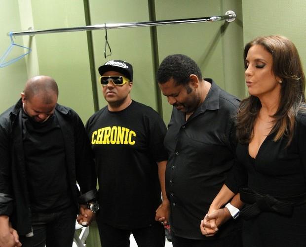 Ivete Sangalo em momento íntimo antes de entrar no palco (Foto: Domingão do Faustão / TV Globo)