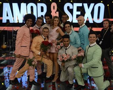 Com um estilo muito romântico, Fernanda Lima posa com seus bailarinos  (Foto: GLOBO / Renato Rocha Miranda)