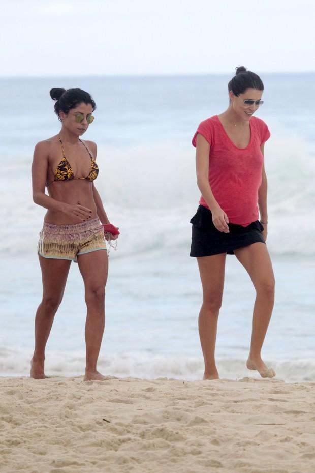 Anna Lima na praia da Barra da Tijuca, RJ (Foto: Wallace Barbosa/AgNews)