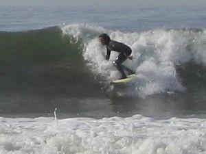 Na Universidade da Califórnia, sua atividade preferida era surfar (Foto: Elison Matioli/Arquivo Pessoal)