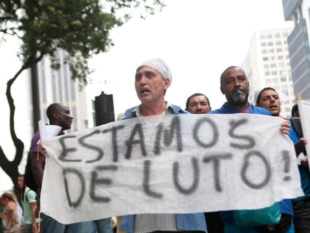Protesto na Rio Branco, no Centro (Foto: Rodrigo Gorosito/G1)