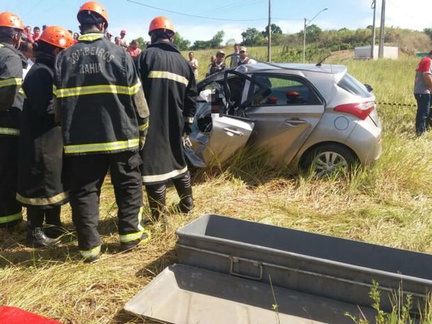 Motorista morre preso a ferragens após acidente com caminhão em Teixeira de Freitas (Foto: Divulgação/Corpo de Bombeiros)