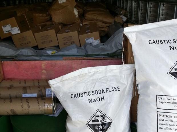 Com o leite polícia achou solventes, cloro e soda cáustica (Foto: Foto: PRF-CE)