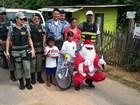 Papai Noel dos Correios em Cruzeiro do Sul entrega quase 500 presentes