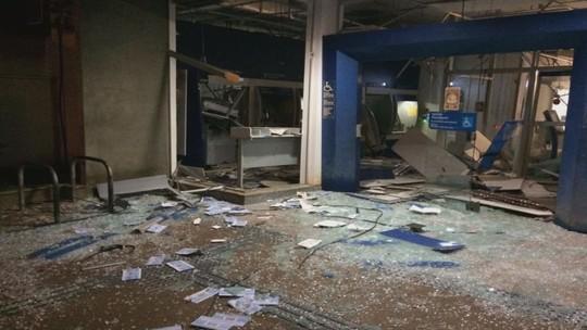 Grupo explode caixas eletrônicos em agência da Caixa em Miguelópolis, SP