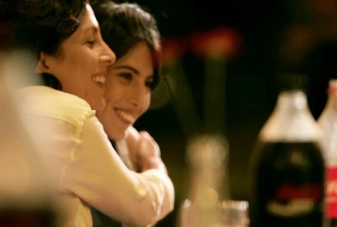 A família da Susana ficou muito feliz com um convite inusitado para jantar. Assista ao vídeo! (Foto: Divulgação/Coca-Cola)