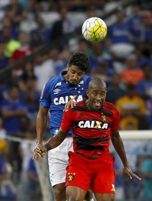 Léo, zagueiro do Cruzeiro (Foto: Washington Alves / Light Press)