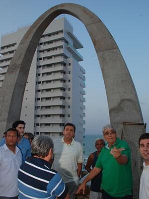 Prefeito Carlos Eduardo visitou canteiro de obras nesta sexta (Foto: Marco Polo/Secom Natal)