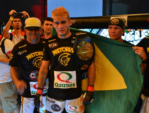 Lúcio Curado com Popó e equipe (Foto: Ivan Raupp / Globoesporte.com)
