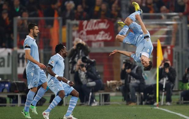 Hernanes comemora - Roma x Lazio (Foto: Reuters)