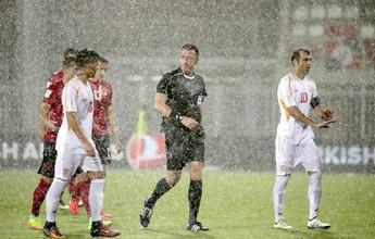 Chuva interrompe jogo, e Albânia x Macedônia continua nesta terça-feira