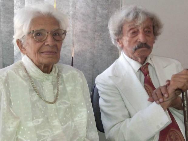 Dona Maria e Seo Davi casaram-se após 70 anos de união (Foto: Carlos Alberto Soares/ TV TEM)