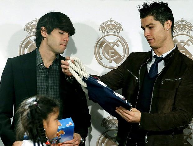 Kaká e Cristiano Ronaldo em evento de Natal do Real Madrid (Foto: EFE)