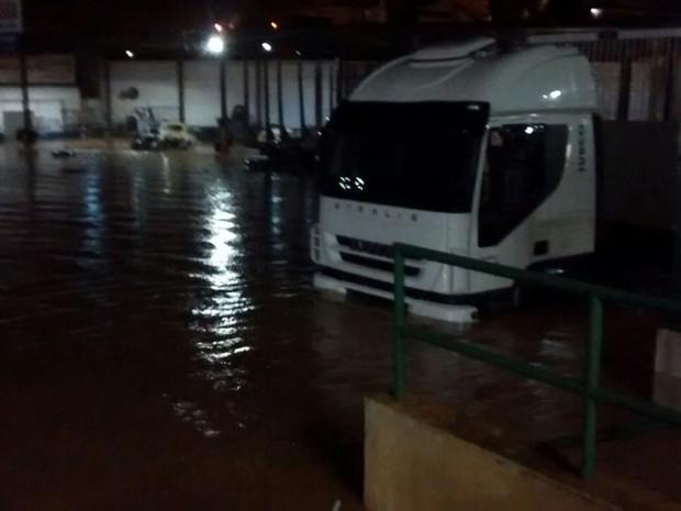 Chuva alagou ruas em Pilar do Sul (Foto: Arquivo Pessoal)