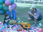 Dia de parque! Eriberto Leão se diverte com o filho João na Lagoa, no Rio
