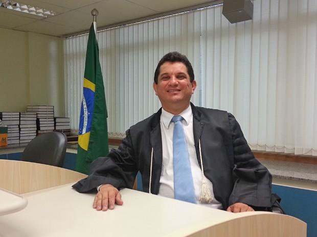 O juiz Edilson Enedino Chagas, na sala de audiências da Vara de Falências, Recuperações Judiciais, Insolvência Civil e Litígios Empresariais do Distrito Federal (Foto: Raquel Morais/G1)