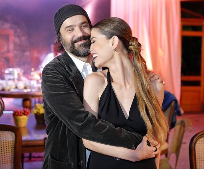 Alinne Moraes se diverte com o marido Mauro Lima durante o lançamento da novela (Foto: Fábio Rocha/Gshow)