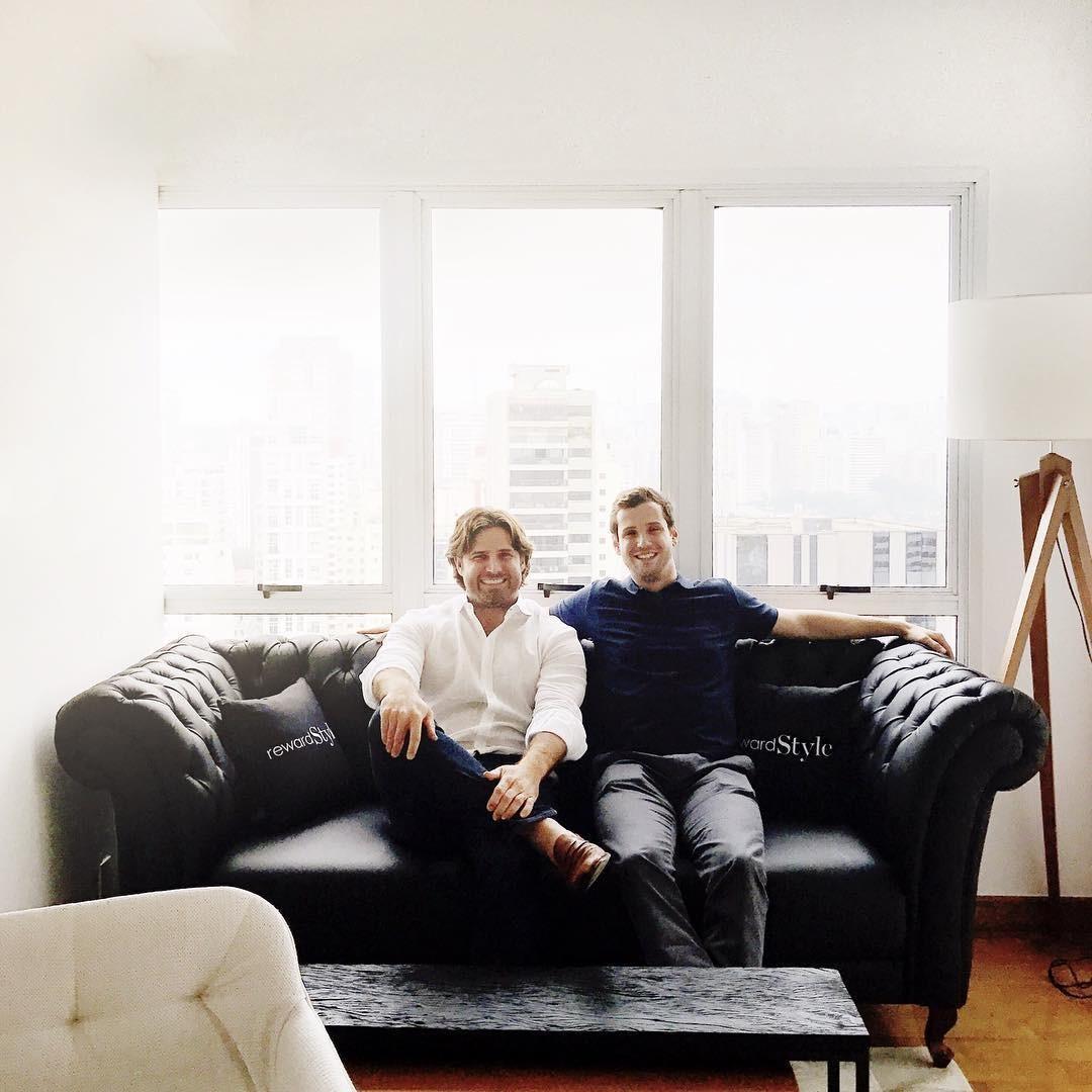 Baxter Box e Philip Kauders no escritório da reWardStyle em São Paulo (Foto: Reprodução/Instagram)