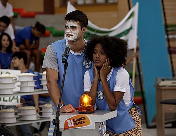 Fera levou torta na cara durante Olimpíadas (Foto: Malhação / TV Globo)