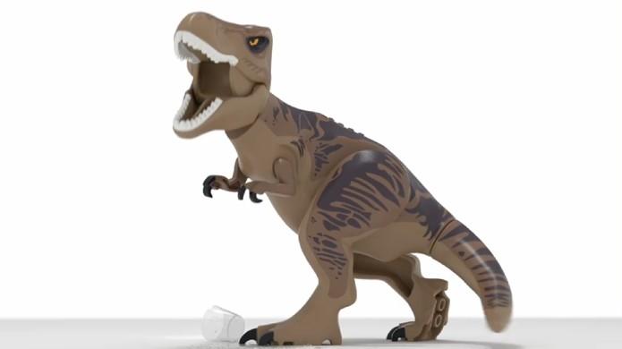 Tiranossauro Rex de plástico estrela o trailer teaser de LEGO Jurassic World (Foto: Reprodução)