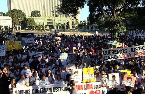 Cerca de 2 mil pessoas protestam no Centro de Goiânia, Goiás (Foto: Reprodução/ TV Anhanguera)