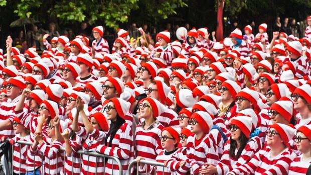 A multidão se pergunta: Onde está Whally?  (Foto: Wikipedia)