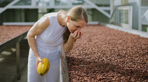 Chloe Doutre-Roussel, consultora e uma das maiores autoridades do mundo em chocolate (Foto: Divulgação/Ana Lee)