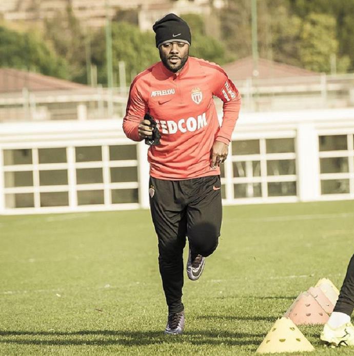 BLOG: Love começa a treinar, e Monaco já vende camisas do atacante por R$ 600