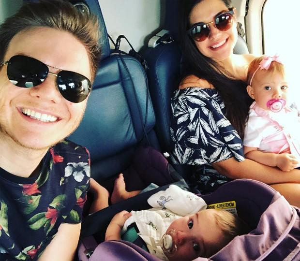 Thais Fersoza com Michel Teló e os filhos, Melinda e Teodoro (Foto: Reprodução/Instagram)