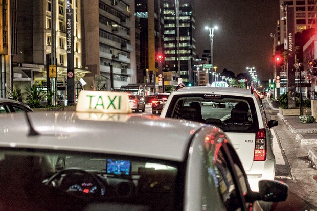 Em bairros nobres de São Paulo, 350 táxis e até bicicletas entregam drogas em domicílio (Foto: Gabriel Quintão)