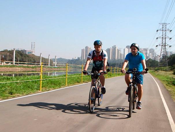 Expedições Urbanas: Renato Cunha acompanha o itinerário de gerente comercial que, apesar de ter carro, prefere ir ao trabalho de bicicleta; como será? (Foto: Globo)