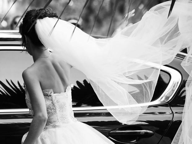 O véu e a calda do vestido são leves e delicados (Foto: Raphael Dias/Gshow)