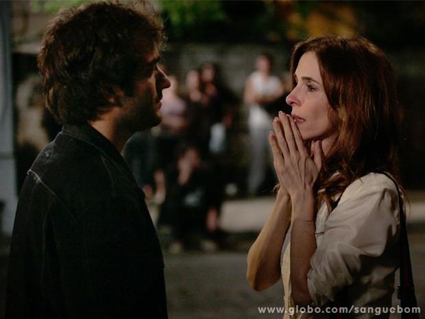 Irene fica chocada com revelações de Fabinho (Foto: Sangue Bom/ TV Globo)