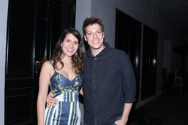 Marco Luque e a namorada na festa de aniversário de Dani Calabresa no sábado, 14, em São Paulo (Foto: Thiago Duran/AgNews)