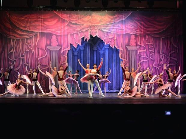 Bailarinos de todo o país se apresentam em Joinville (Foto: Tomas Kolisch/Divulgação)