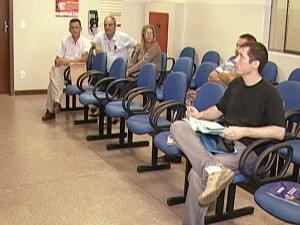 Pane causou fila de espera em Divinópolis (Foto: Reprodução/TV Integração)