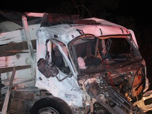 Caminhão invadiu contramão de direção, diz PRF (Foto: Valdivan Veloso/G1)