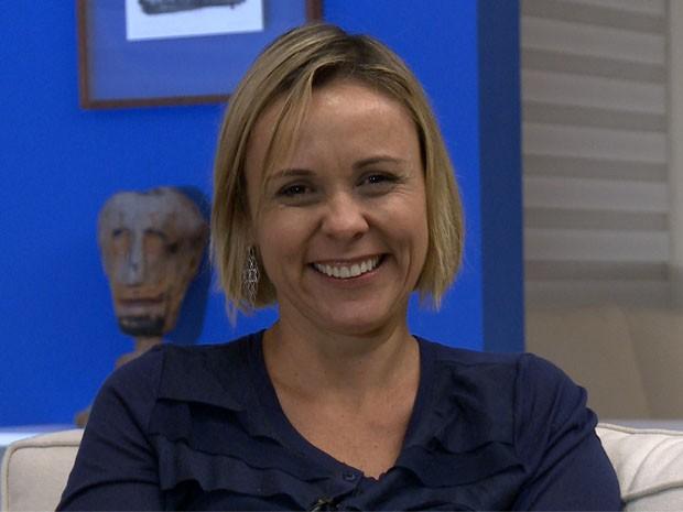 Giulia Gam durante entrevista para o VIVA (Foto: VIVA)