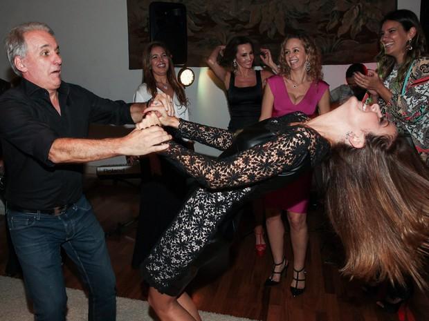 Ticiane Pinheiro dança com Otávio Mesquita na festa de aniversário do apresentador em São Paulo (Foto: Manuela Scarpa/ Foto Rio News)