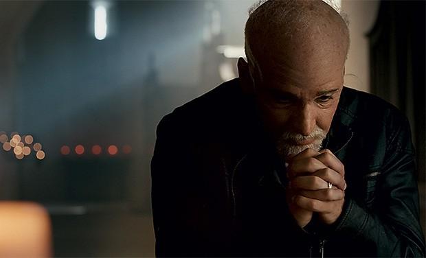 AUTOR E PERSONAGEM O ator Julio Andrade como Paulo Coelho. A maquiagem ajudou a criar a semelhança (Foto: Divulgação)