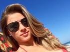 Angela Sousa, bailarina do Faustão, curte segunda de folga na praia