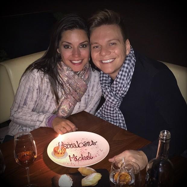 Thais Fersoza e Michel Teló durante jantar em Londres, na Inglaterra (Foto: Instagram/ Reprodução)