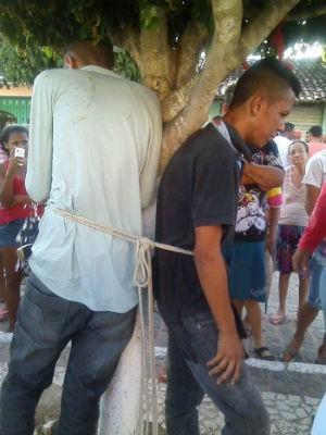 Amarrados (Foto: Divulgação/Polícia Civil de Monte Santo )
