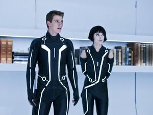 Garrett Hedlund e Olivia Wilde em cena do filme 'Tron: O Legado' (Foto: Divulgação)